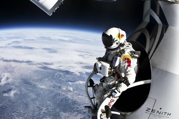 Pilot Felix Baumgartner of Austria prepares to jump from the altitude of 29455 meters during the second manned test flight for Red Bull Stratos in Roswell, New Mexico, USA on July 25, 2012. // Jay Nemeth/Red Bull Content Pool // P-20121014-00004 // Usage for editorial use only // Please go to www.redbullcontentpool.com for further information. //